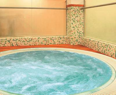 Jacuzzi Continental Hotel